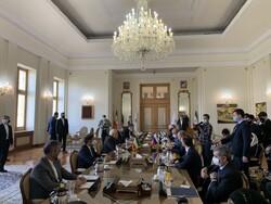 بدء المحادثات بين ظريف ووزير الخارجية الروسي