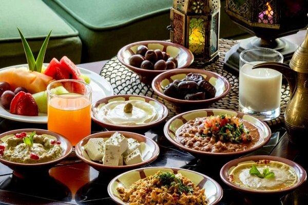 خوردن کدام نوع غذاها در ماه رمضان لازم است/چگونه تشنه نشویم