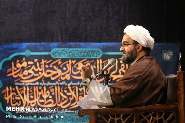 مناجات خوانی شب های ماه رمضان در امامزاده قاضی الصابر(ع)