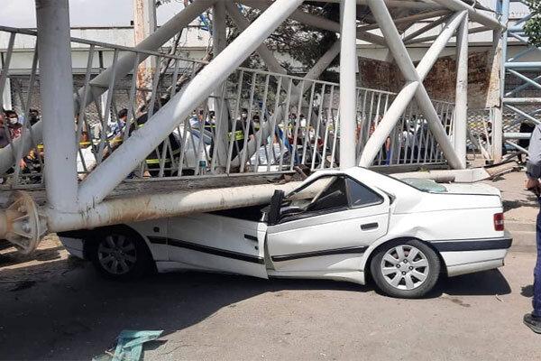 برخورد تریلر با پل هوایی در جاده ساوه