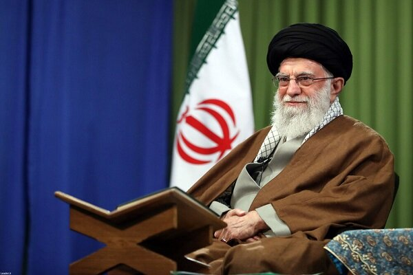 Leader attends ceremony of reciting Holy Quran in Ramadan
