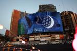 Tahran'daki Valiasr Meydanı yeni resimle süslendi