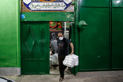 İran'da ihtiyaç sahibi vatandaşlara sıcak yemek ikramı