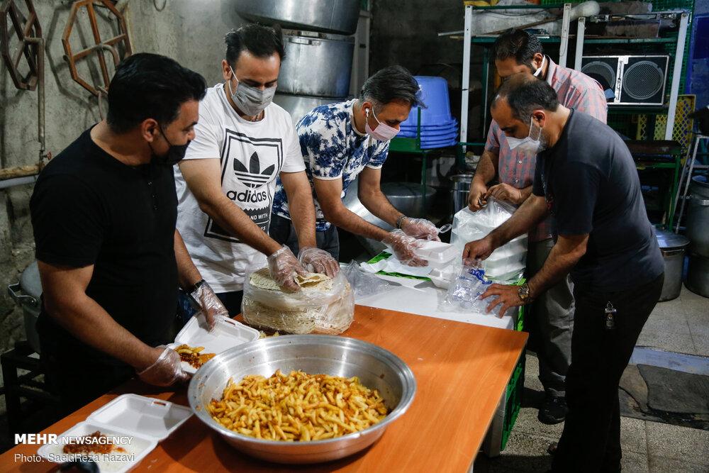 طبخ و توزیع غذا برای افراد بی بضاعت