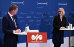 بیهوش شدن رئیس سازمان داروی دانمارک در کنفرانس خبری