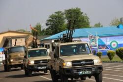 رژه خودرویی یگان های نظامی حاضر در گیلان به مناسبت روز ارتش