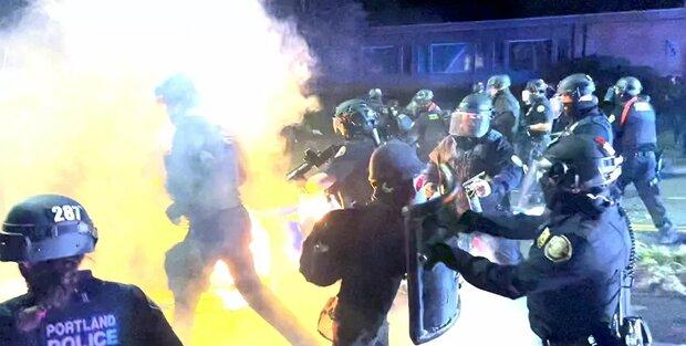 فروشگاه های پورتلند آمریکا به آتش کشیده شد/تهدید پلیس به خشونت