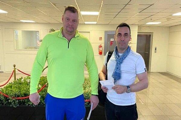 سرمربی تیم ملی والیبال  به همراه مترجمش وارد ایران شد