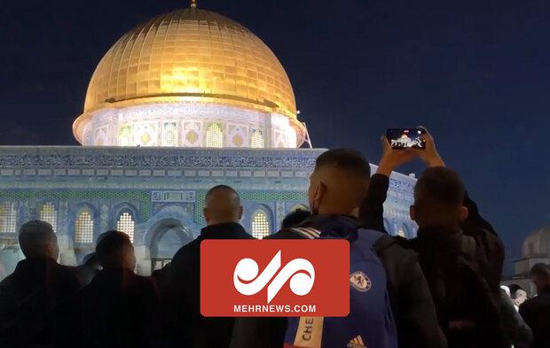 مسجد الاقصی میں رمضان المبارک میں ہزاروں فلسطینیوں کا حضور