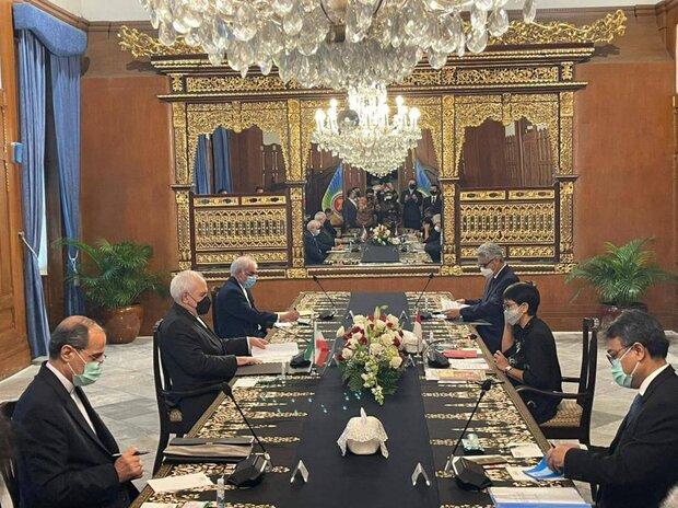 ظريف يشيد بالموقف المبدئي لإندونيسيا في مجلس الأمن للحفاظ على الاتفاق النووي
