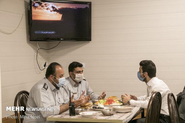 افطاری با مردان آتش