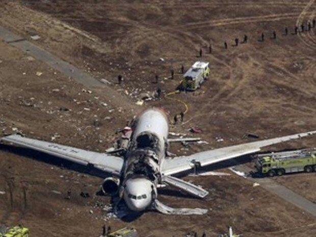 پیرس میں مسافر بردار چھوٹا طیارہ گر کر تباہ / 4 افراد ہلاک
