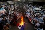 الحكومة الباكستانية ستطرح قرارا في البرلمان بطرد السفير الفرنسي