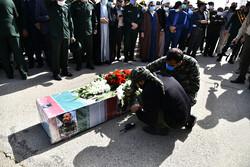 اصفهانیها پیکر شهید حجازی را بدرقه کردند/ سردار مرد بدون مرز بود