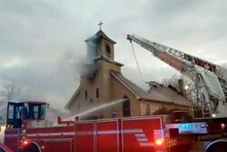 کلیسای قدیمی «مینیاپولیس» در آمریکا طعمه حریق شد/ فروریختن بخشی از ساختمان