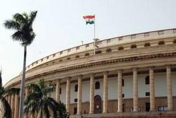 شکایت یک عضو پارلمان هند از رفتار خصمانه آمریکا با دهلی نو