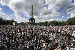 اعتراض هزاران تن از شهروندان برلین به محدودیتهای جدید کرونایی