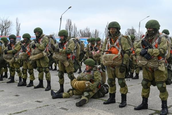 Russia to pull troops back from Ukranian border