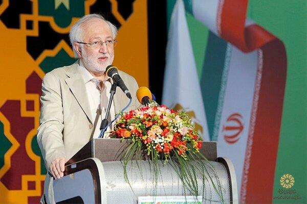 مطالعه و بهرهگیری از ذخایر مفاخر زبان فارسی وظیفه انقلابی است