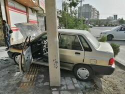 آتش سوزی خودروی پراید در اصفهان / مصدوم نداشتیم