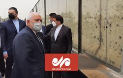 Bakan Zarif Bağdat'ta direniş şehitlerini andı