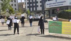 تجمع برخی دانشجویان دکتری مقابل دانشگاه آزاد/ قول مساعد طهرانچی برای رفع مشکلات پیش دفاع رساله