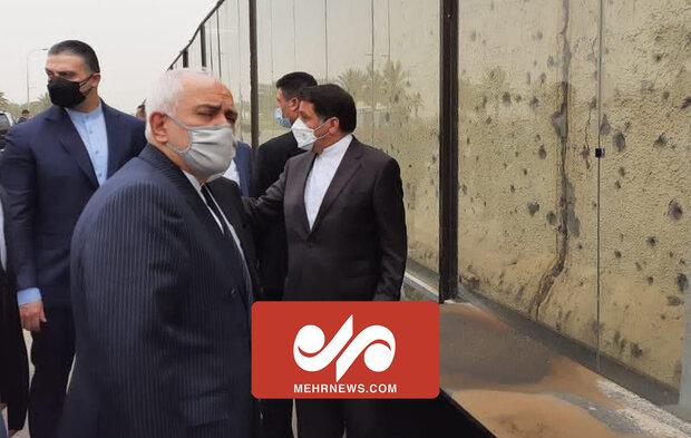 ظریف نے بغداد پہنچنے پر مزاحمتی کمانڈروں کوخراج تحسین پیش کیا