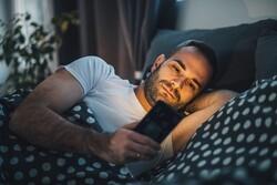 حالت شبانه گوشی تأثیر منفی بر خواب را کم نمی کند