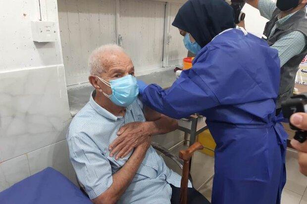 ۹هزار نفر از سالمندان بالای ۸۰ سال در یزد علیه کرونا واکسینه شدند