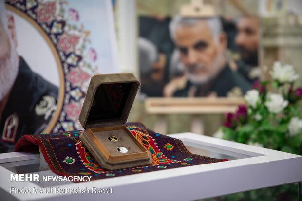 رونمایی از سکه طلا و نقره منقش به تمثال حاج قاسم سلیمانی