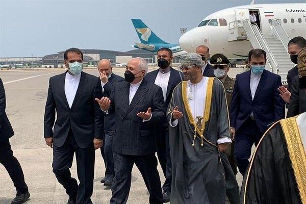 وزير الخارجية الإيراني يصل إلى مسقط