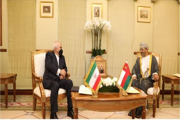 Zarif discusses ties, regional developments with Omani FM