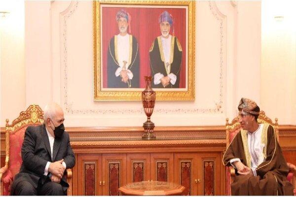 Zarif discusses bilateral ties, region with Omani deputy PM