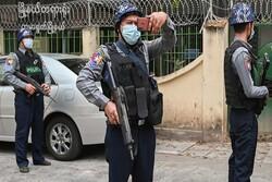 میانمار میں فوج اور مظاہرین کے درمیان جھڑپ میں 2 اہلکار اور 4 مظاہرین ہلاک