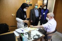 تزریق واکسن کرونا ثبت نام نمی خواهد/روند واکسیناسیون سالمندان