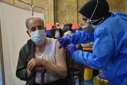 آغاز واکسیناسیون بیش از ۲۲۰۰۰ سالمند گروه ۷۵ تا ۸۰ سال در استان مرکزی