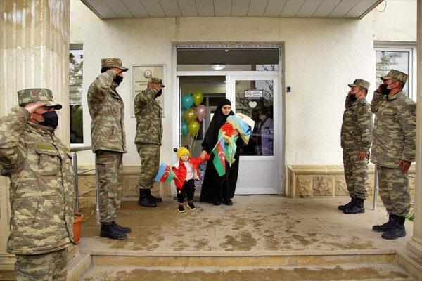 نظامیانی که به احترام همسر و فرزند شهید ایستادند/قصه طولانی حجاب