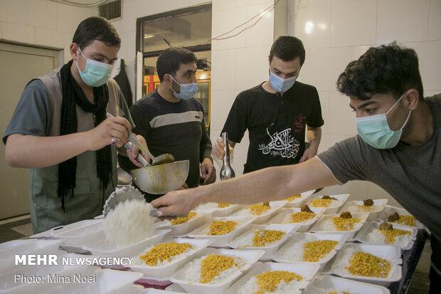 طرح طبخ و  توزیع روزانه ۱۲۰۰ پرس غذای گرم در تبریز