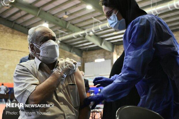سالمندان محله هرندی واکسینه می شوند
