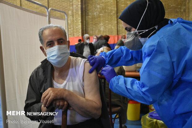 آغاز واکسیناسیون بیش از ۲۲۰۰۰ سالمند گروه ۷۵ تا ۸۰ سال در مرکزی