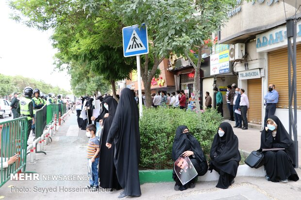 تجمع در مقابل نمایندگی وزارت امورخارجه در مشهد