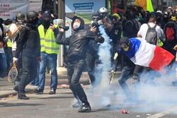 شلیک گاز اشک آور به سمت معترضین پاریسی/درگیری ها اوج گرفت
