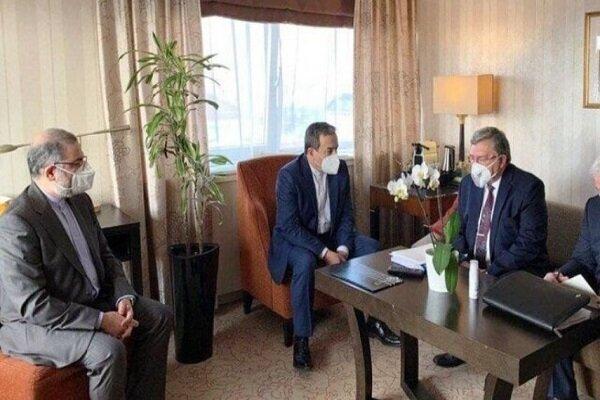 عراقجي يجري حواراً مع رئيس الوفد الروسي حول الاتفاق النووي