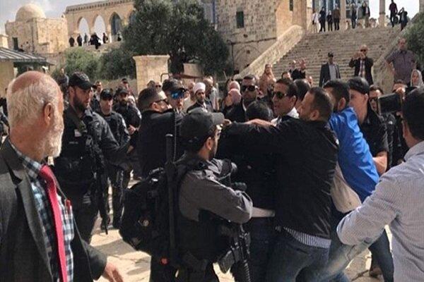 الاحتلال يعتدي على مئات الفلسطينيين المسيحيين