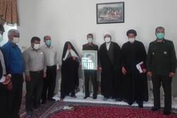 تجلیل از خانواده فرهنگی یک شهید توسط سپاه زرین دشت