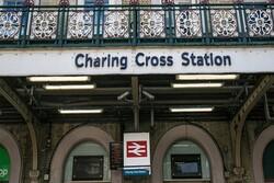 یک ایستگاه مترو در لندن تخلیه شد/ مسیرهای منتهی به «چِرینگ» مسدود شدند