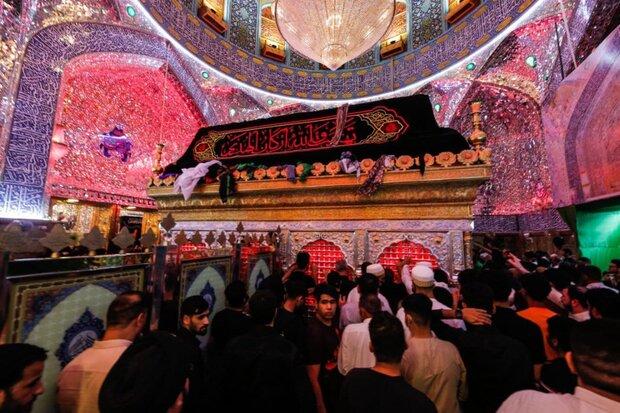 زائران امیرالمومنین(ع) در حرم مطهر علوی و مسجد کوفه عزاداری کردند