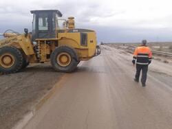 بازگشایی جاده ترانزیتی کاشان - نطنز پس از بارشهای عصر دوشنبه