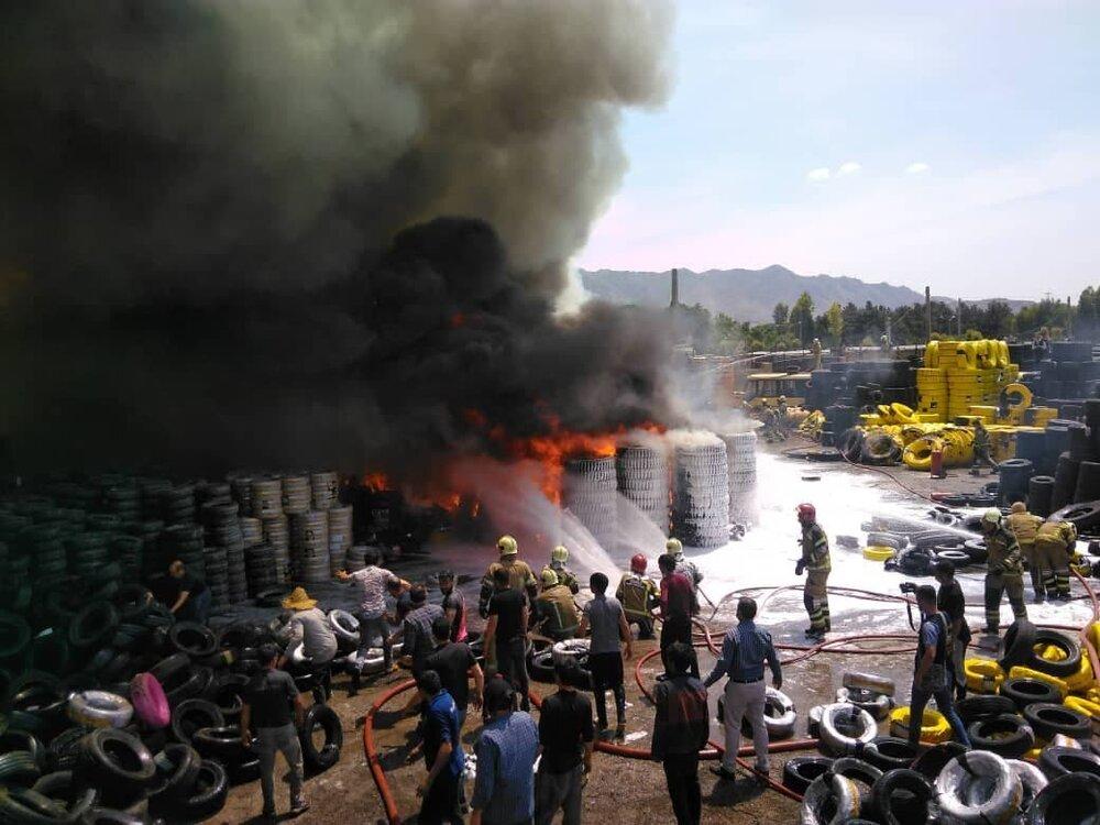 3758478 - آتش سوزی در مشیریه/بارانداز قدیمی طعمه حریق شد