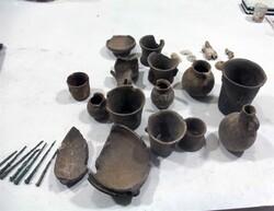 کشف ظروف سفالی در کاوشهای تپه باستانی منجوق در روستای انذر طارم
